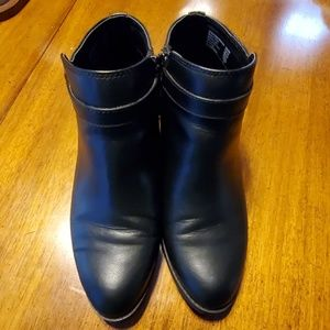 American Eagle size 8W black booties.